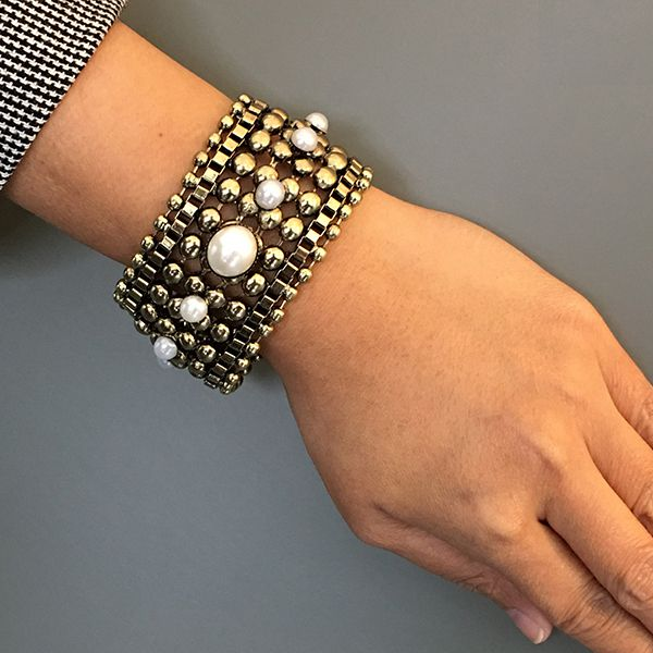 Mia's ARYA Pearl BraceletImage