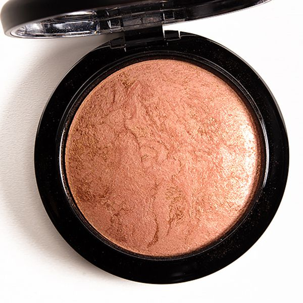 M·A·C Mineralize Skinfinish HighlighterImage